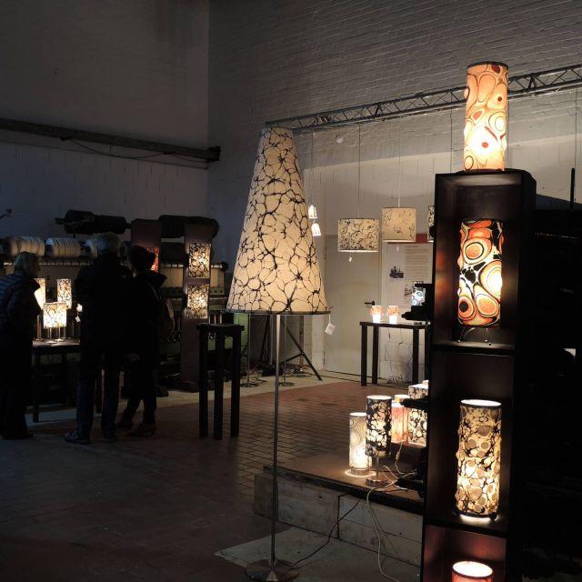 Wir vermissen unsere Ausstellungen und Märkte. Schon wieder sind viele Veranstaltungen abgesagt. PurPur Ausstellung im Tuchwerk Aachen.  #lampen #leuchten #pendelleuchte #stehleuchten #tischleuchte #lampenschirme#veranstaltungen #raumlicht #filzlampen #wollfilzlampe#ausstellung  #madeingermany #marmoriert #buyhandmade #handgefertigt #wohnraumbeleuchtung#slowfashion #stilvollwohnen#marmorierterfilz #textildesign#nachhaligkeit #handmade#designideen#lampenunikat #nachhaltig#mmunikat  #lampenliebe #lampendesign#schoenerwohnen#marmormuster